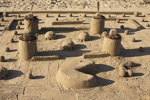 Pac-Man-Sand-Art-Sculpture