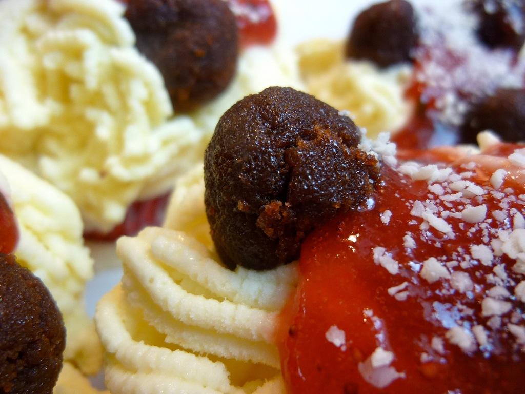 Bizarre Food Design: Spaghetti & Meatballs Ice Cream