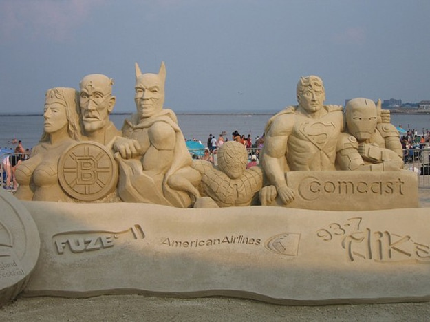 Superheroes-Sand-Art-Sculpture