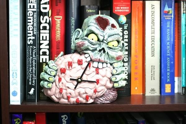 brain-eating-zombie-clock