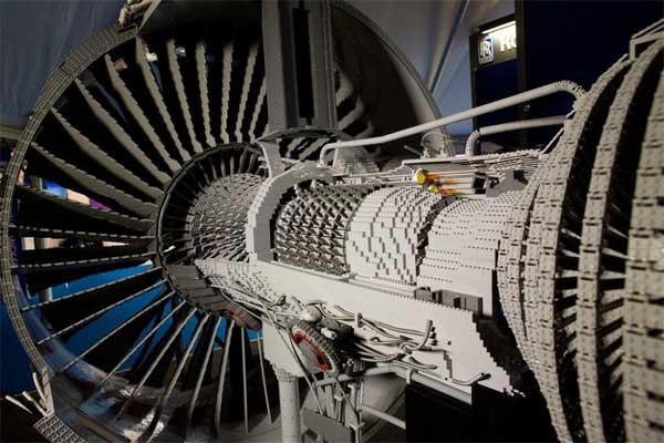 Impressive Rolls-Royce LEGO Jet Engine Time Lapse Build