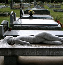 A Bizarrely Creative Headstone Design For Your Inspiration