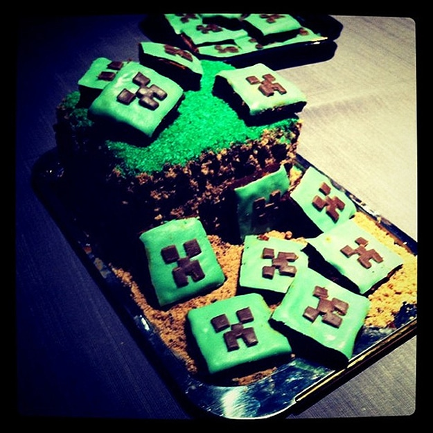 Minecraft-Green-Chocolate-Cake