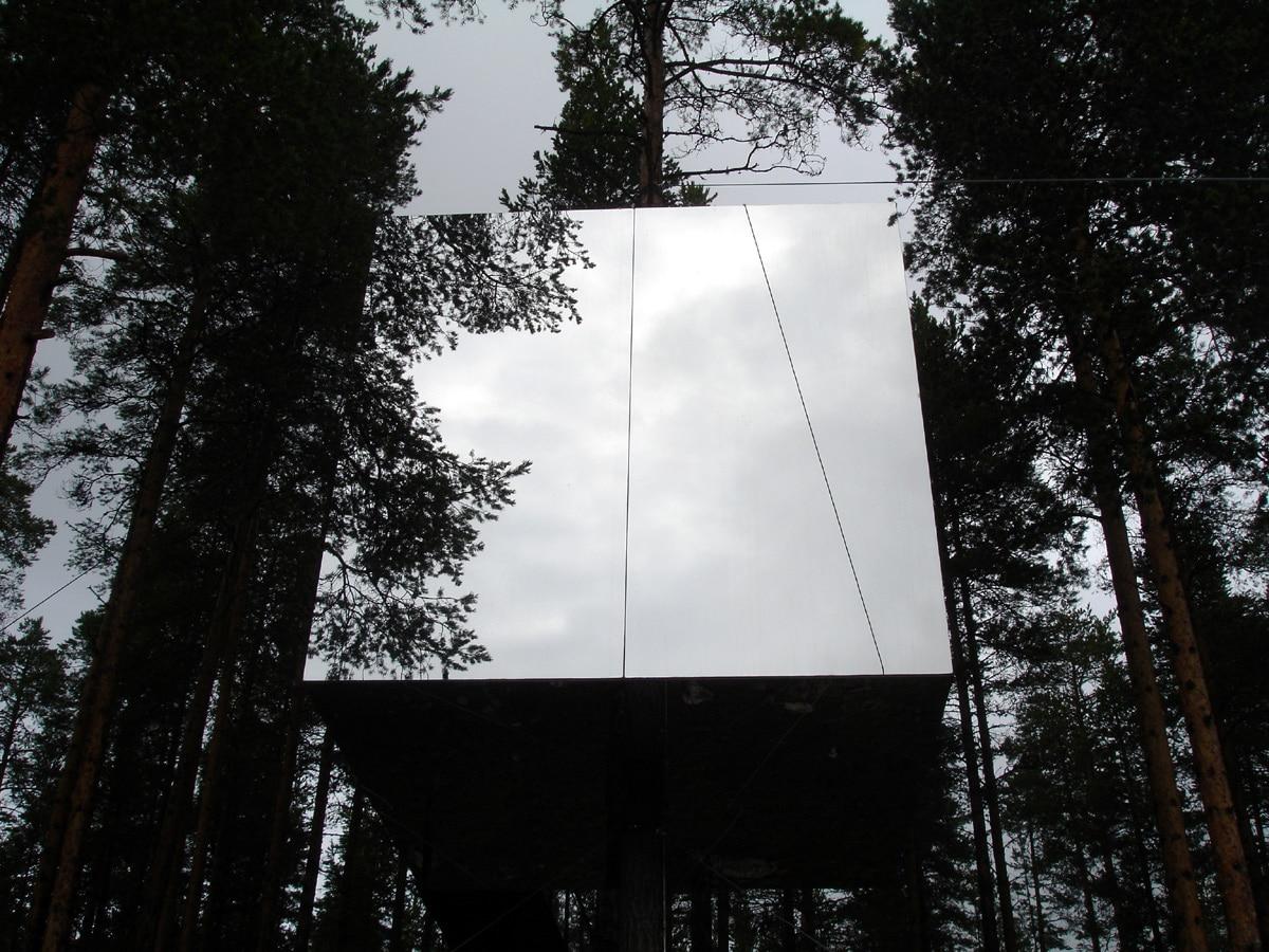 Sweden-Mirror-Treehouse-Design