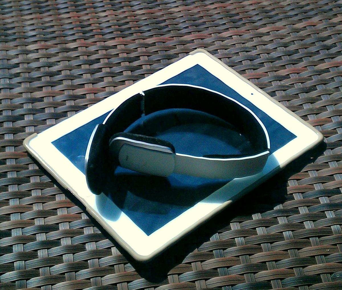 White-Bluetooth-Stereo-Headset