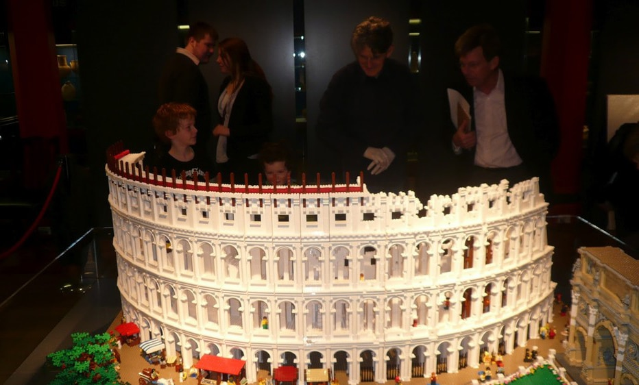 Incredible Roman Colosseum Built With 200,000 LEGO Bricks