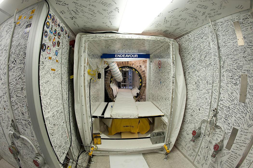 Space-Shuttle-Flight-Decks