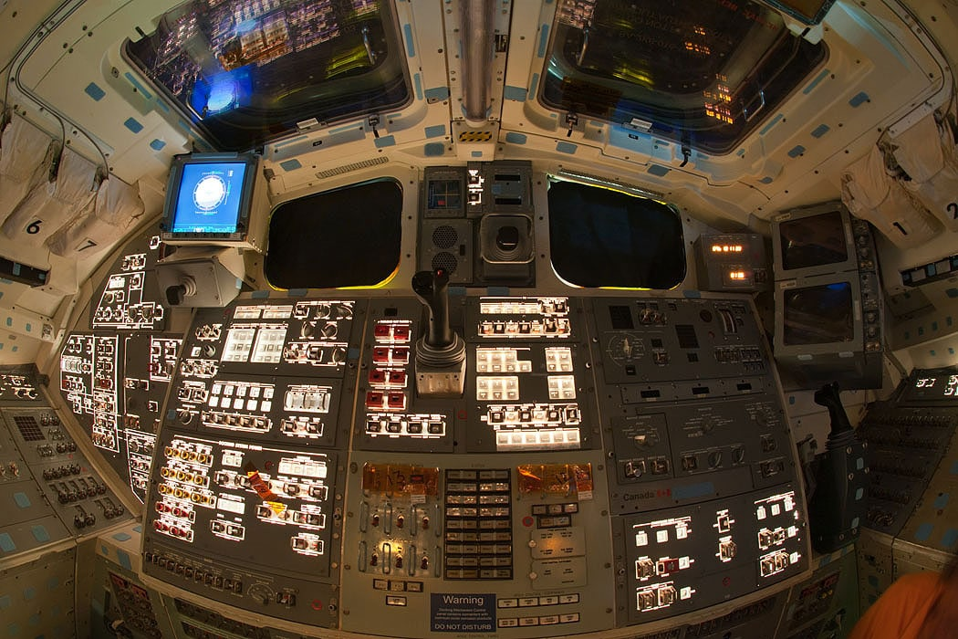 Space-Shuttle-Flight-Decks