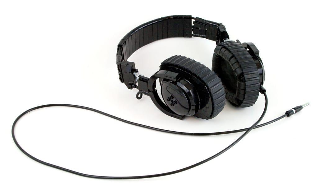 amazing-lego-headphones-build