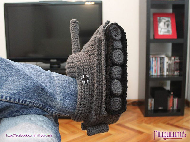 crocheted-slippers-panzer-tank