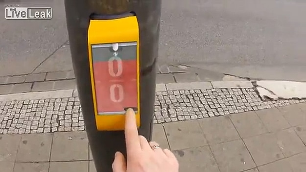 Stoplight In Germany Now Offers Pong Gaming While Waiting