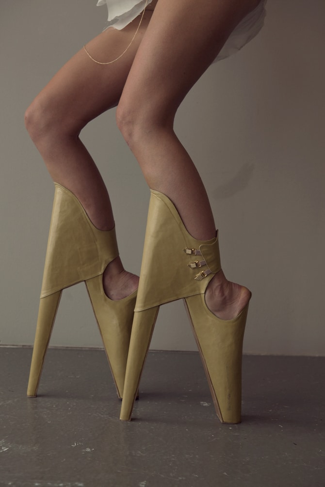 trendsetting-reversed-high-heels