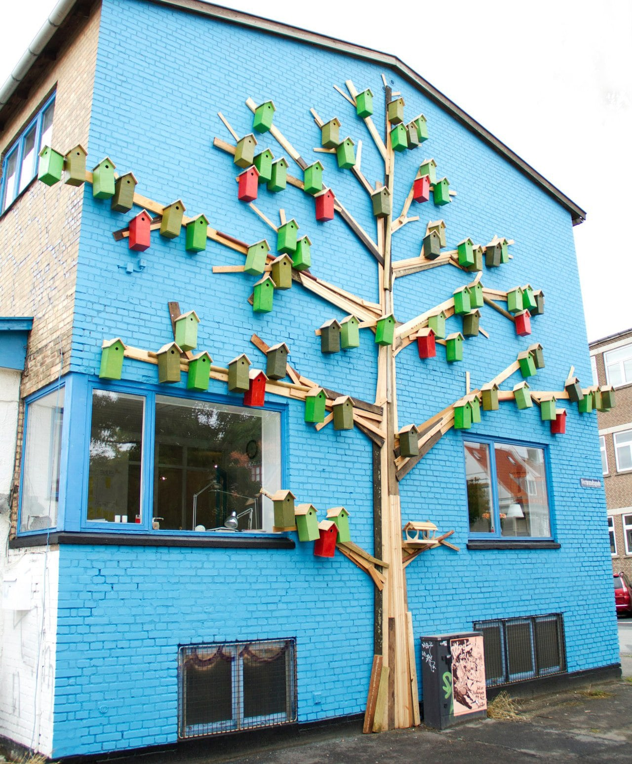 beautiful-trash-birdhouses-urban-areas