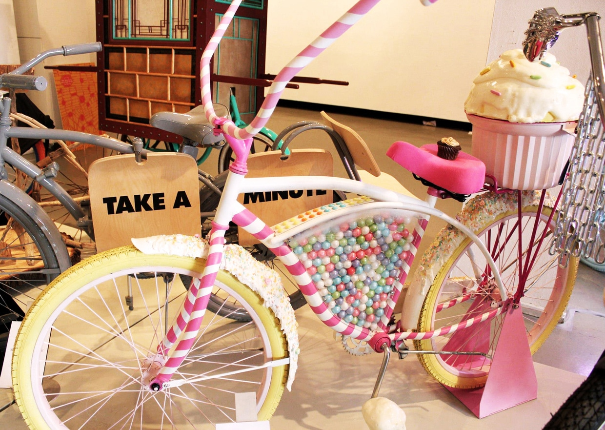 candy-bike-dispenses-cupcakes