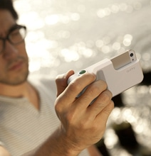 Click Case Turns The iPhone 5 Into A Legit Camera
