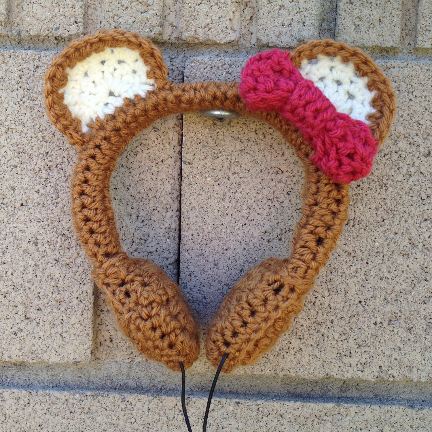 cute-crocheted-headphones-concept