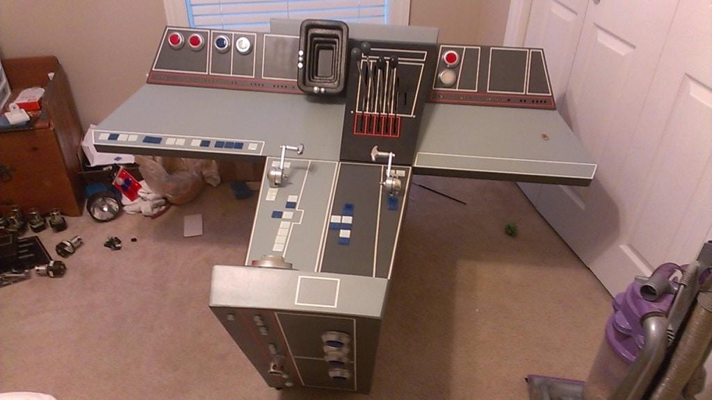 True Star Wars Fan Builds Epic Life-Size Millennium Falcon
