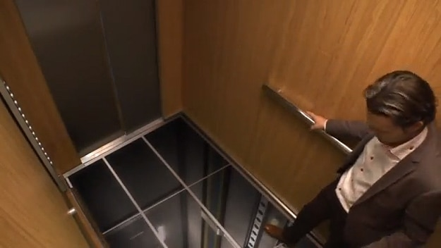 Scare tactics when the floor falls out of an elevator video for Elevator floor prank