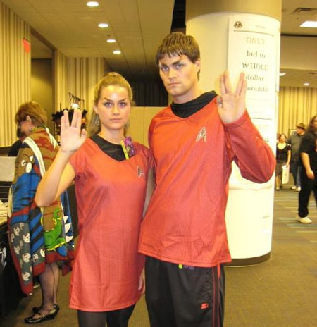 star-trek-trekkies-dating-couple