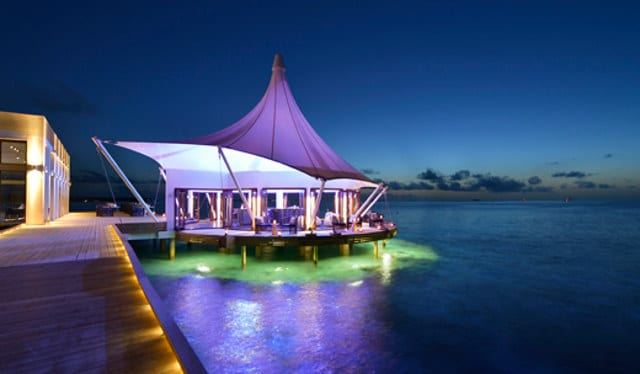 world's first underwater bar