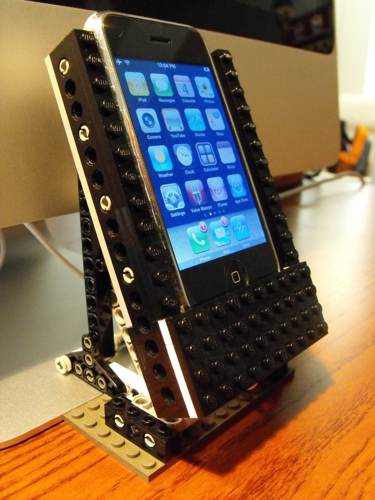lego-iphone-diy-dock