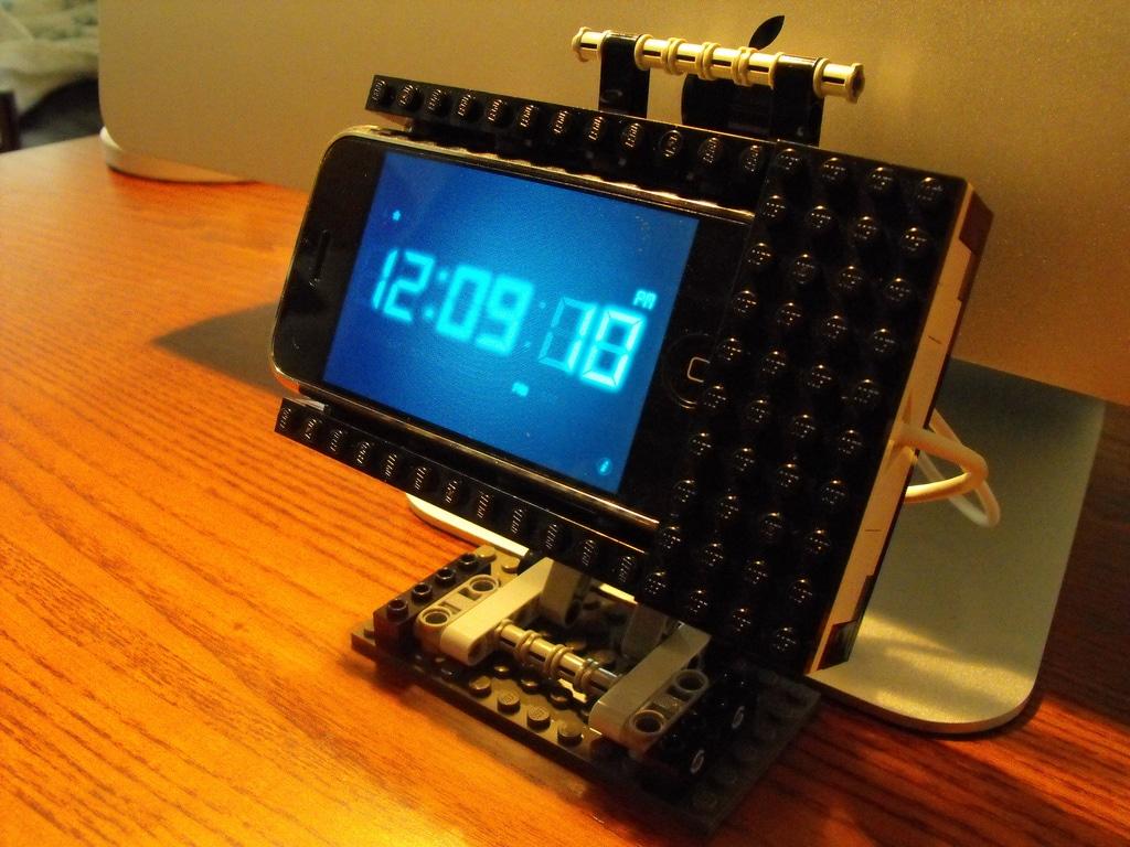 lego-iphone-diy-dock