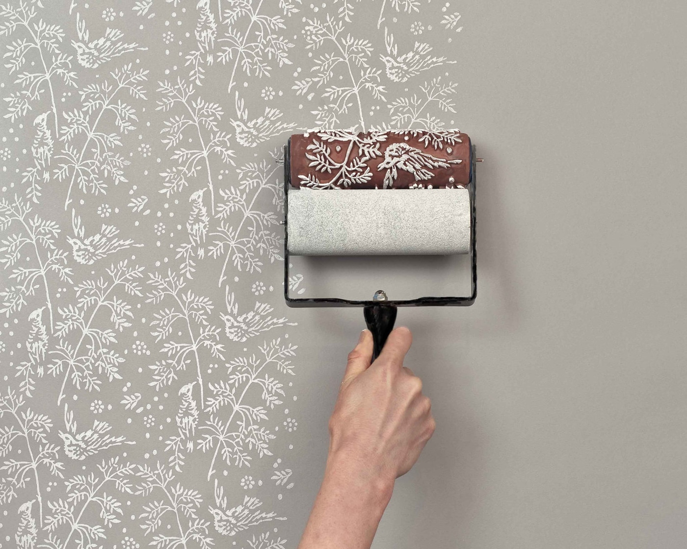 paint-roller-looks-like-wallpaper