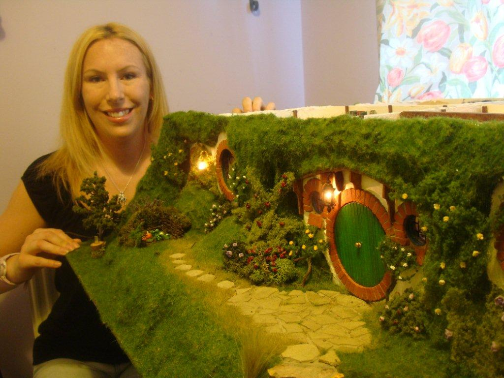 The Hobbit: Mom Creates Infinitely Detailed Toy Doll House
