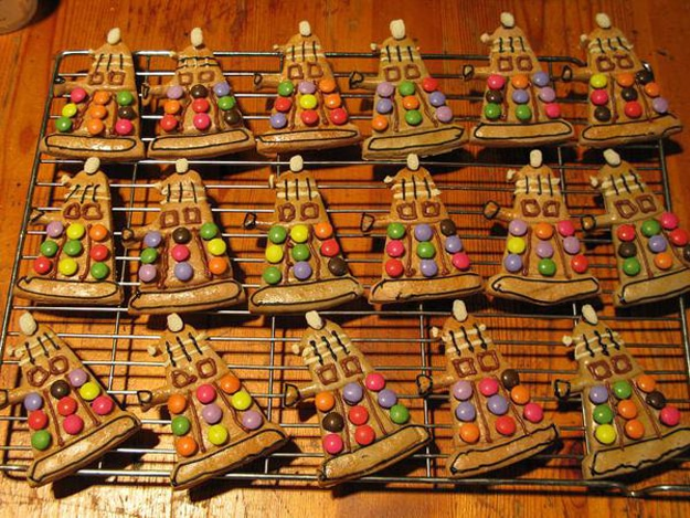 gingerbread-dalek-holiday-spirit