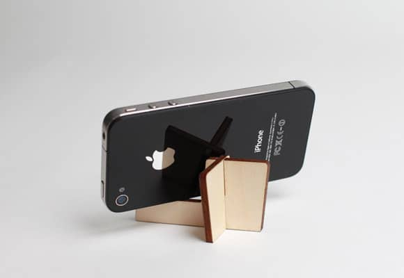 flatpackables-portable-smartphone-stand