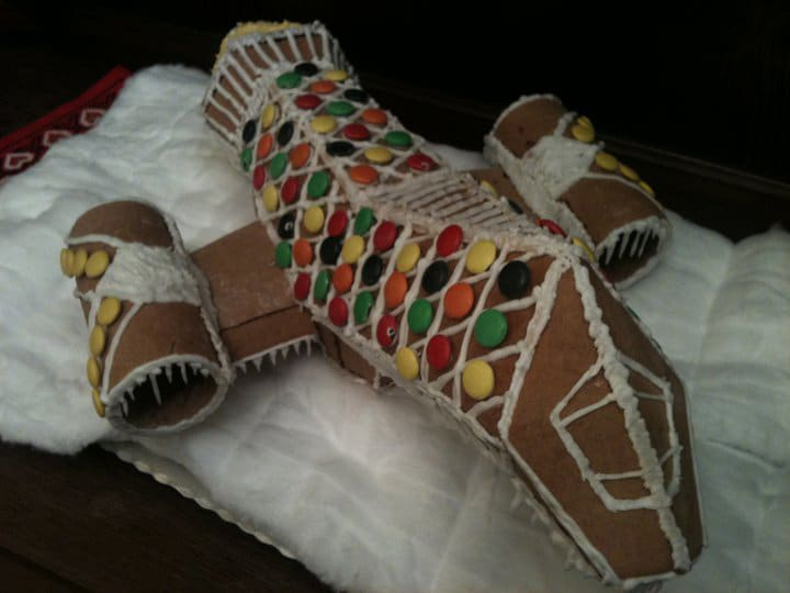 gingerbread-serenity-spaceship-holiday-spirit