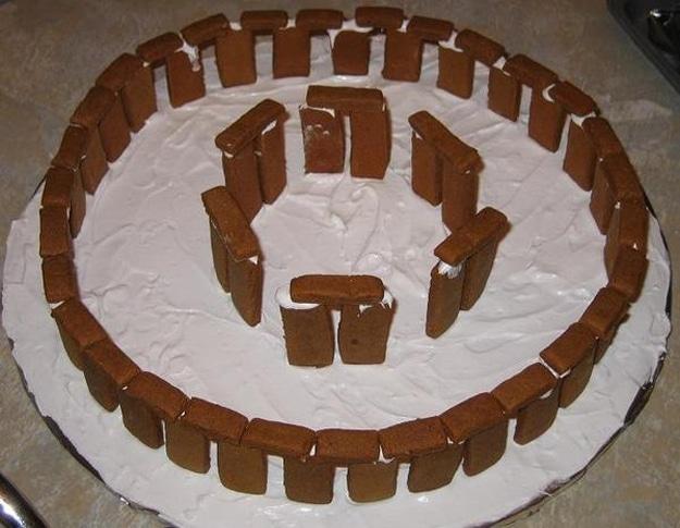 stonehenge-gingerbread-holiday-spirit
