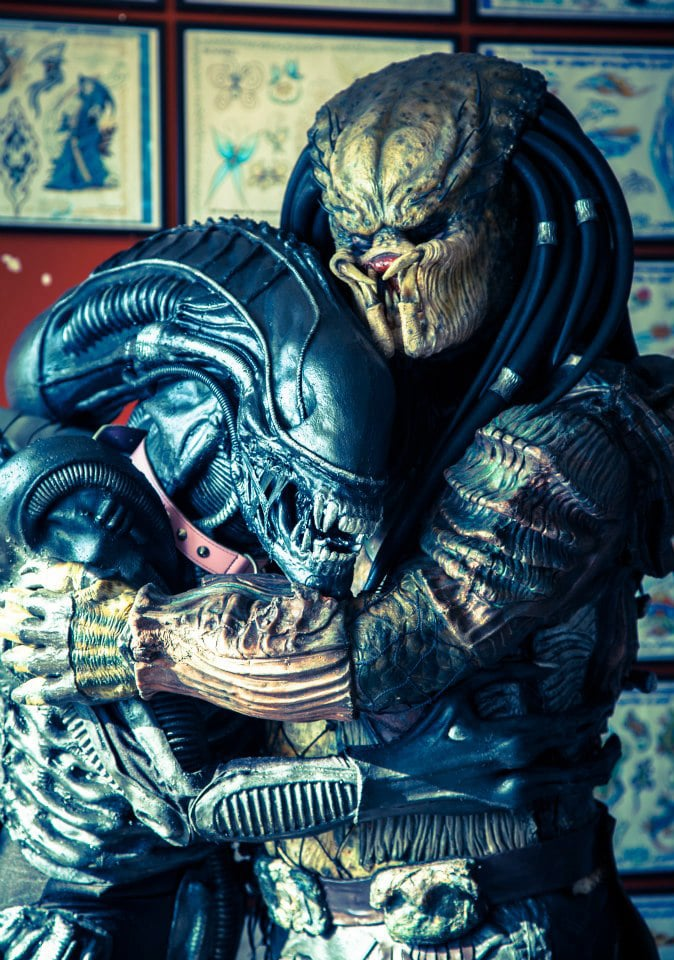 Sci-Fi Fantasy Cosplay: Alien & Predator Are Best Buddies After All