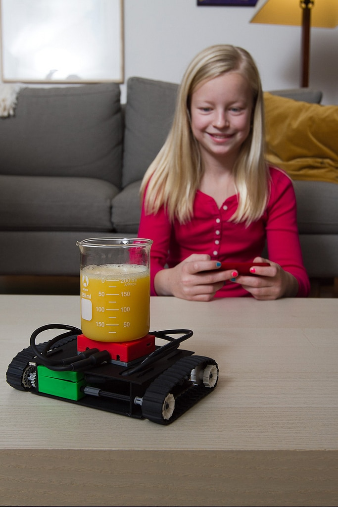 kids-control-toys-with-smartphone