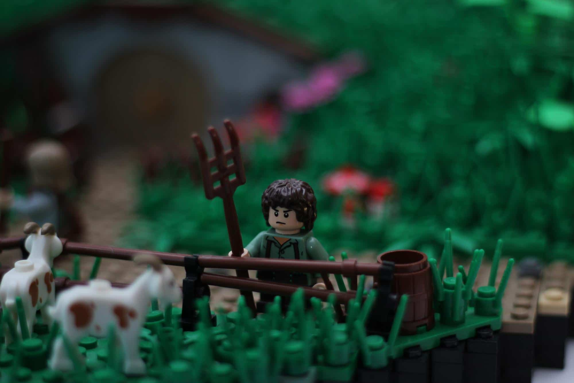 hobbit-hole-lego-build
