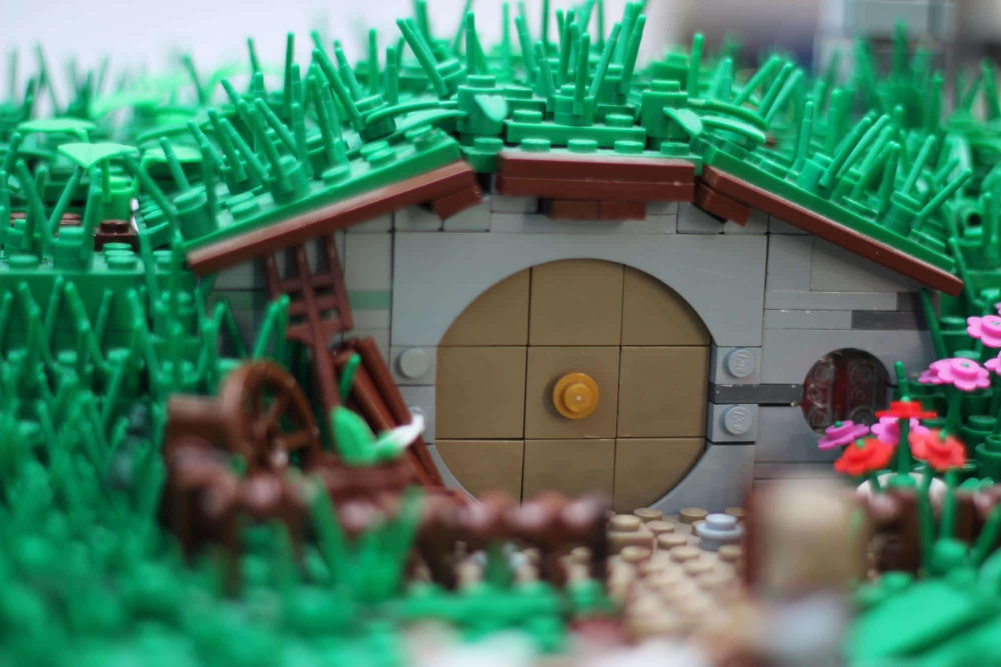 hobbit-hole-lego-build