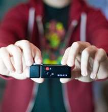 iPhone Shutter Remote Wirelessly Takes Photos Up To 30 Feet Away