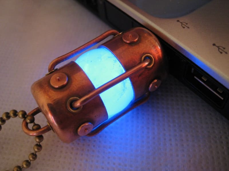 pentode-steampunk-flash-drive
