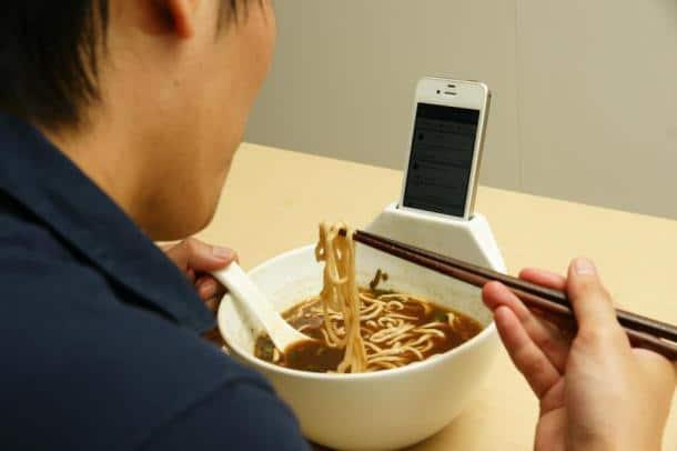 ramen-bowl-smartphone-dock
