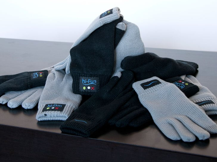 bluetooth-handet-glove-answers-phone