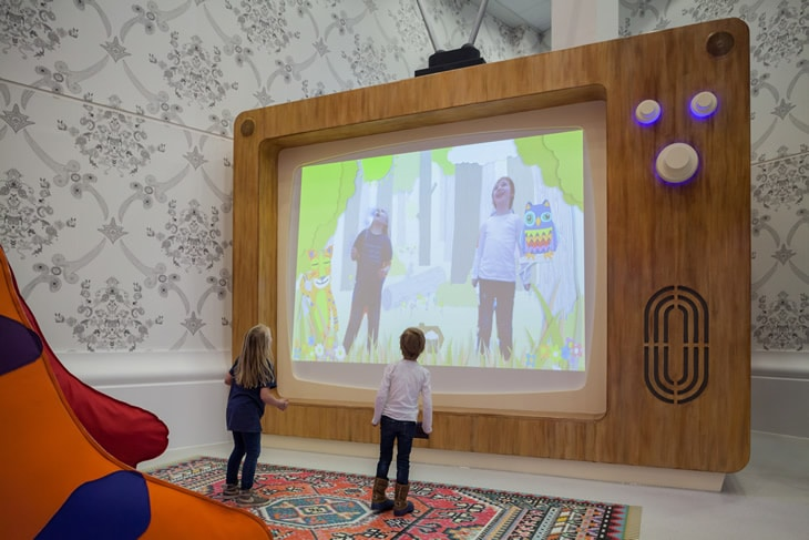interactive-wall-high-tech-playgound