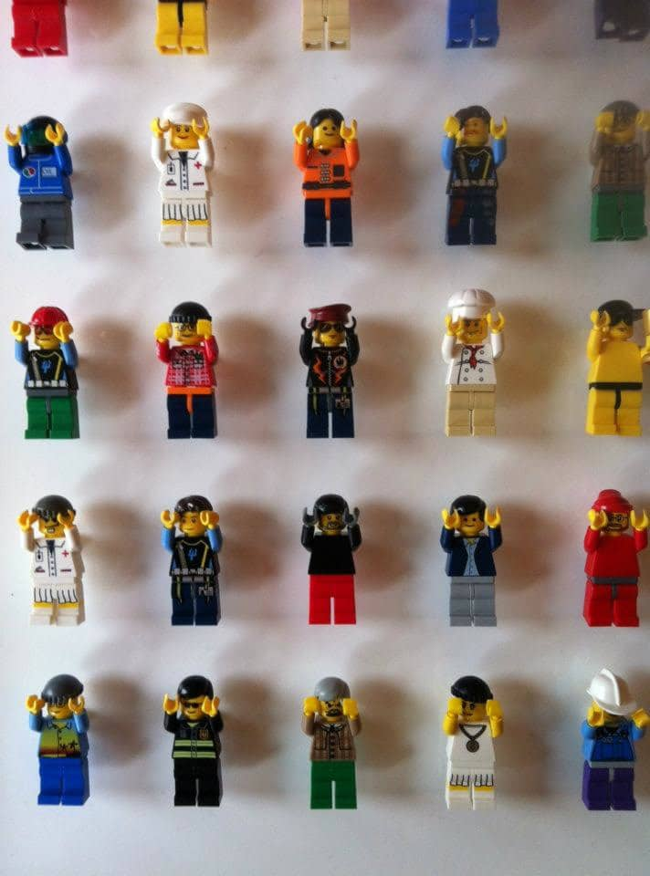 lego-wall-minifigs-office-decor