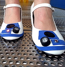 Ultimate R2 Fans: DIY Star Wars R2-D2 Heels With Blinking Lights