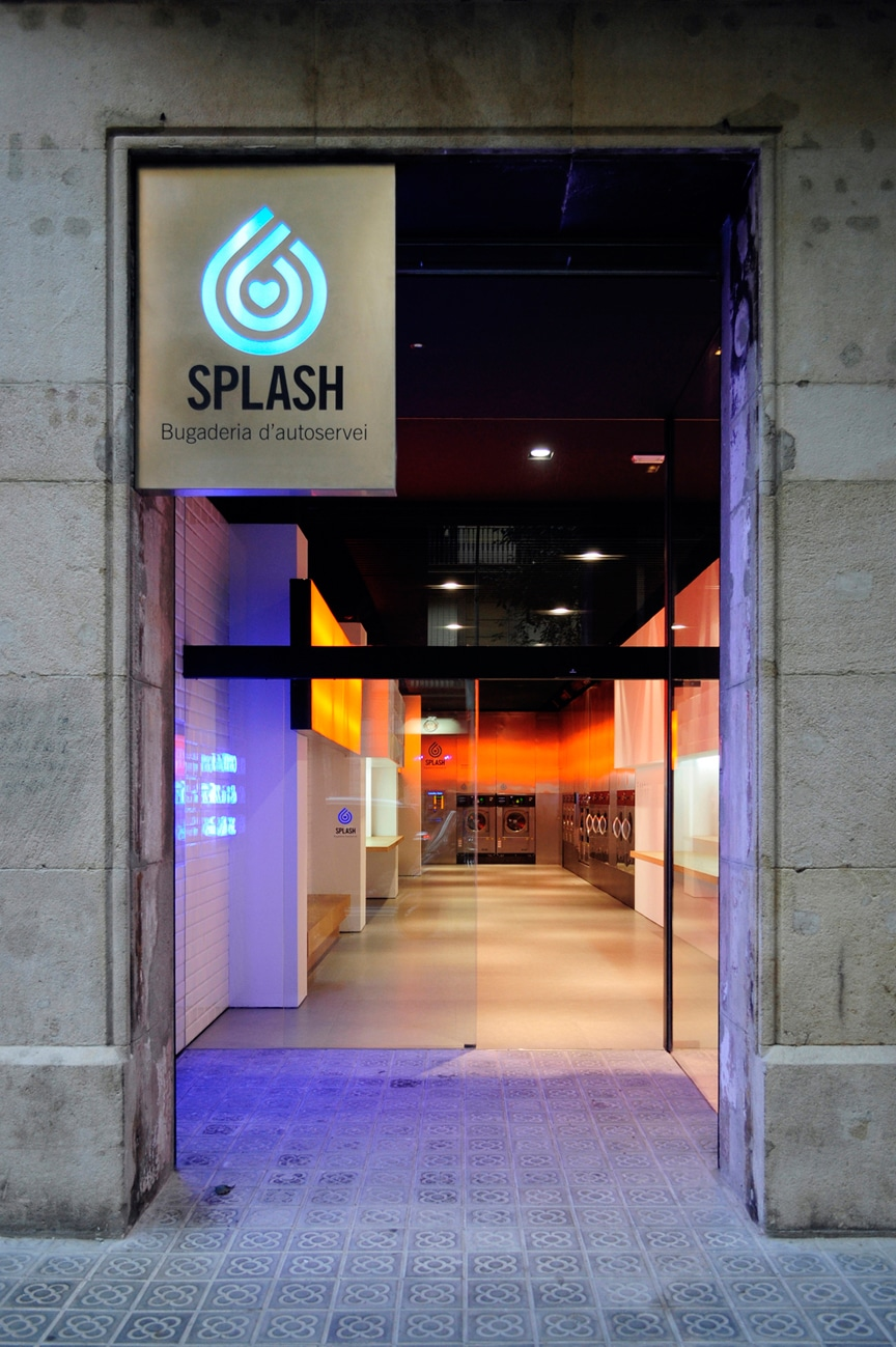 wash-clothes-nightclub-laundromat