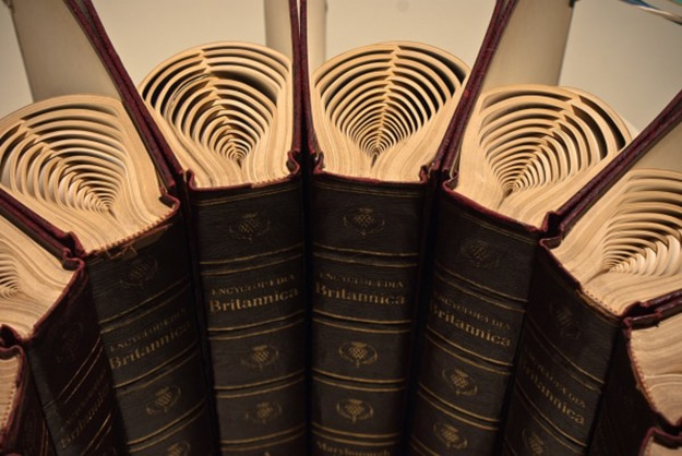 Round-the-spines-book-art