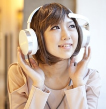 Brain-Scanning Headphones Determine Your Mood & Play Songs To Match It