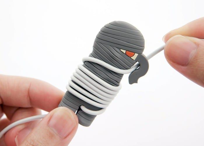 mummy-wrap-earbud-wire-organizer