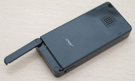 worlds-smallest-cell-phone