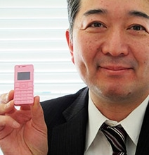 World's Smallest Cell Phone To Be Released In Japan