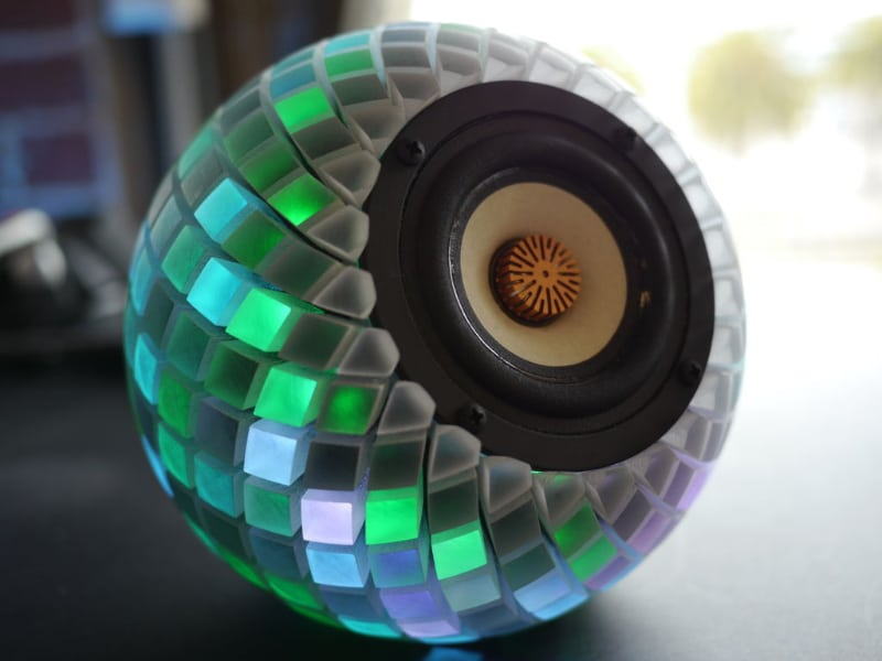 printed-speakers-led-light-show